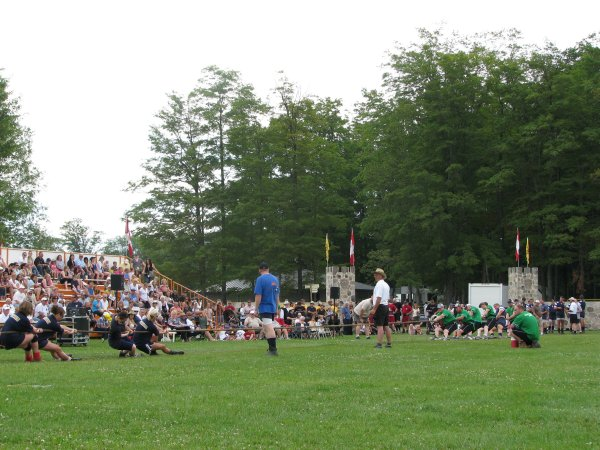 MEN'S TUG-o'-WAR
