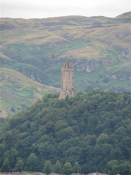 WALLACE MONUMENT IN DISTANCE